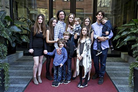 canap famille nombreuse neuf enfants c 39 est du sport arts le soleil québec