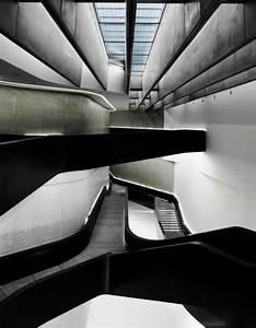 Zaha Hadid Architektur : pin von barbara titz auf architecture ~ Frokenaadalensverden.com Haus und Dekorationen