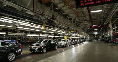 gm confirms  oshawa assembly plant  close  year