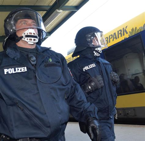 Squad of fc hansa rostock. Dynamo Dresden vs. Hansa Rostock: In diesen 59 Zügen sind ...