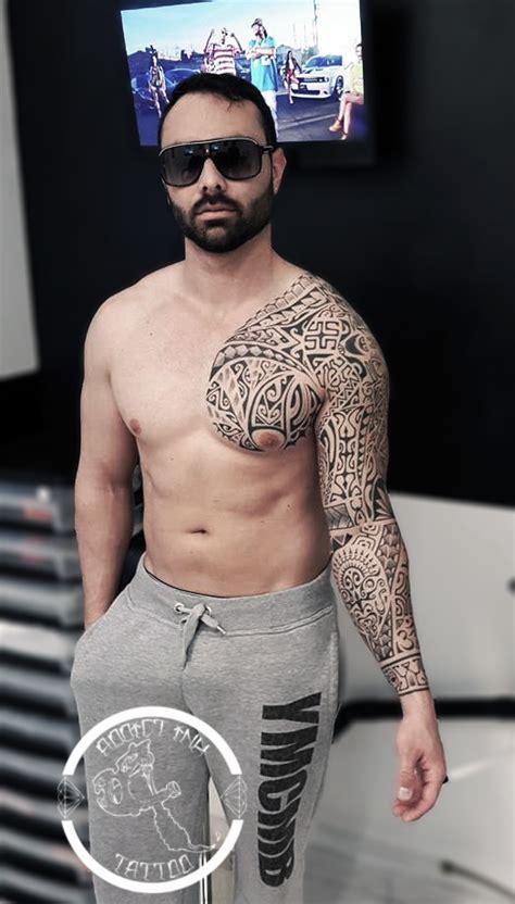 tatouage style polynesien maori pec  bras complet