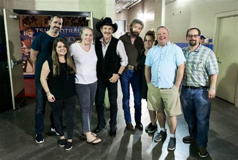 brooks dunn cma fest country artist band  radio