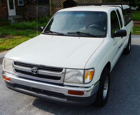 sell   toyota tacoma lx extended cab pickup  door