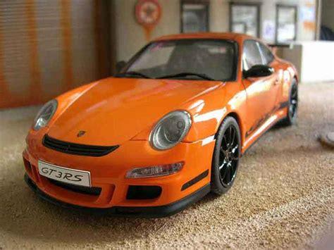 orange porsche 911 gt3 rs porsche 997 gt3 rs orange felgen schwarz autoart