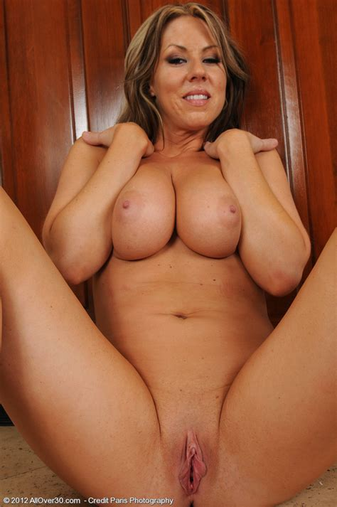 Hot And Busty Milf Showing Off Her Mature Naked Body All Over Free Gorgeous Older Women