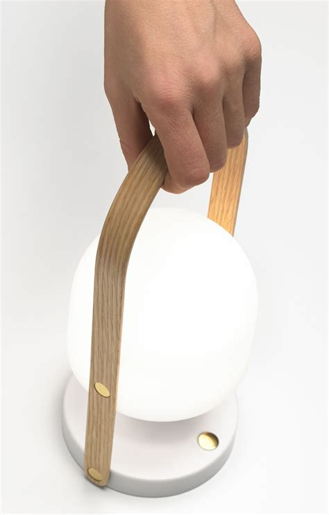 luminaire sans fil rechargeable le sans fil followme led rechargeable par usb blanc poign 233 e bois marset