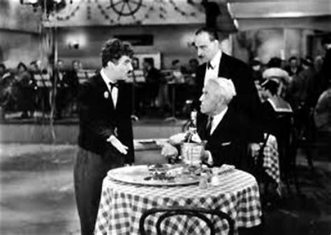 les temps modernes restaurant origines les faux serveurs