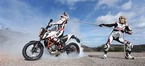 Moto Et Motard : moto et motards stunt contest la poign e dans l 39 angle ~ Medecine-chirurgie-esthetiques.com Avis de Voitures