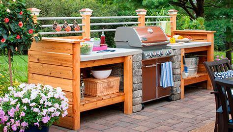 outdoor kitchen plans turn  backyard