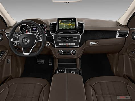 Our comprehensive reviews include detailed ratings on price and features, design, practicality, engine, fuel consumption, ownership, driving & safety. 2017 Mercedes-Benz GLE-Class Interior | U.S. News & World Report