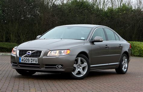 volvo  saloon    parkers