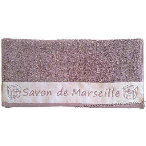 toilette intime savon de marseille serviette de toilette brod 233 e savon de marseille couleur parme provence ar 244 mes tendance sud