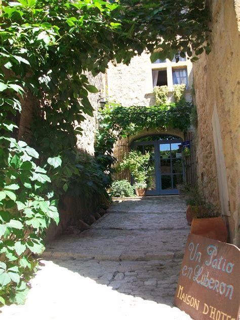 chambres d hotes en luberon un patio en luberon chambres d 39 hôtes de charme ansouis