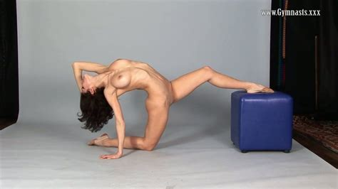 Flexy Violeta Laczkowa Shows Perky Tits And Pussy In