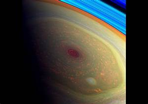 These photos from NASA's Cassini Probe look incredibly awesome