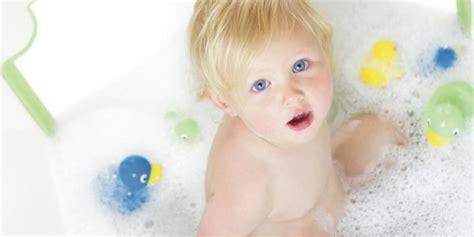 a quel age bebe va au pot 28 images a quel age mettre bebe au pot 28 images a quel age on