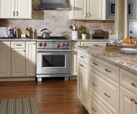 ivory kitchen cabinets what colour countertop ivory cabinets in traditional kitchen aristokraft 9028