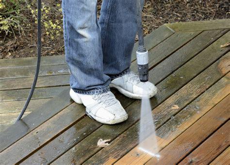 comment nettoyer une terrasse bois verdie noircie et qui grisaille tout pratique