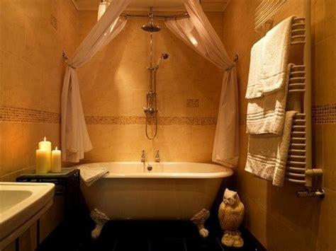 roll top bath with shower curtain and rail idea