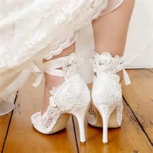 chaussure mariage blanche escarpins mariage en dentelle avec ruban instant précieux