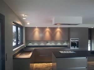 spot dans cuisine astuces en cuisine galerie photos d 39 With carrelage adhesif salle de bain avec projecteur led pour arbre