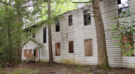 hiker discovers  abandoned town  tennessees great