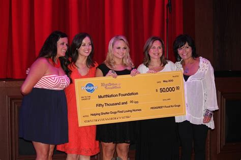 miranda lambert fan club miranda raises over 400k at cause for the paws 6 news
