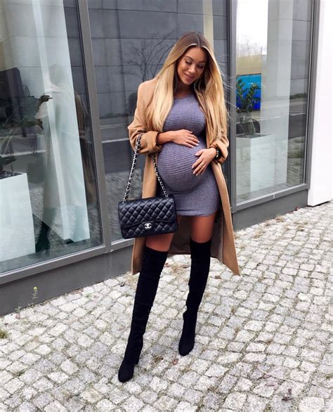 How Does Janine Wiggert Look So Sexy While Pregnant
