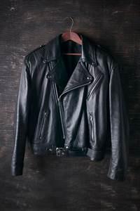 Nettoyer Une Veste En Cuir : nettoyer une veste en cuire veste cuir homme blouson cuir homme ~ Carolinahurricanesstore.com Idées de Décoration