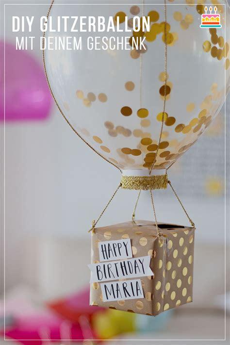 heißluftballon basteln geschenk geschenkverpackung basteln glitzerballon mit geschenk