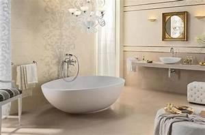 Bad Mit Freistehender Badewanne : barock muster im modernem bad mit freistehender badewanne badezimmer ~ Frokenaadalensverden.com Haus und Dekorationen