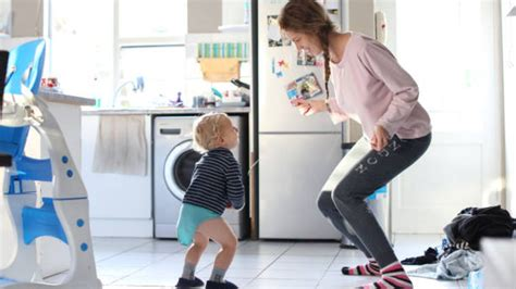 canciones   los ninos pequenos bailen en casa