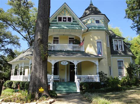 Top 11 Historic Districts Of Metro Atlanta Outside