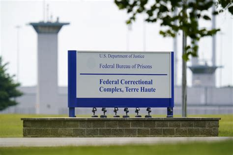 Judge halts 1st U.S. execution of female inmate in 67 ...