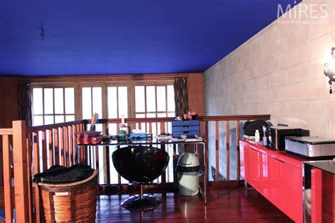 plafond bleu et parpaings gris c0654 mires