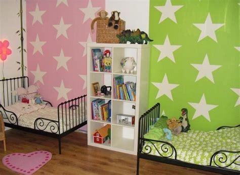 Kinderzimmer Teilen Junge Und Mädchen by Wandfarben Ideen Kinderzimmer Geschwister Rosa Gr 252 N Sterne