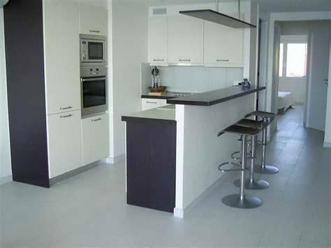 ilot central pour cuisine ikea bar de cuisine hauteur design en image