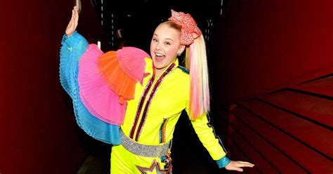 jojo siwa issues statement   claires makeup set
