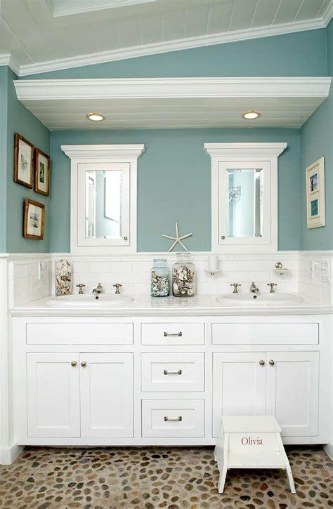 Green Glass Bath Accessories, Beach Bathroom Paint Color