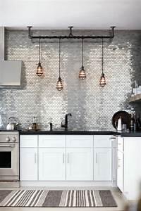 le carrelage mural en 50 variantes pour vos murs With carrelage adhesif salle de bain avec lettre eclairage led