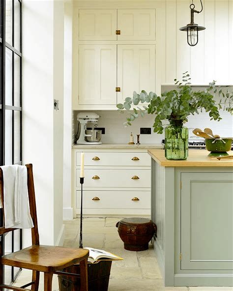 classic white kitchen cabinets breathtakingly beautiful classic kitchens that are not 5436