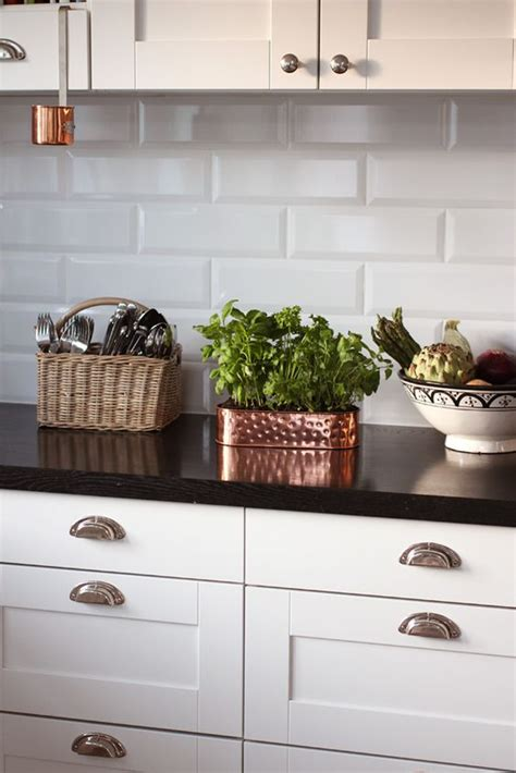 white subway tiles are cheap to brighten up the kitchen add touch of glass tile for