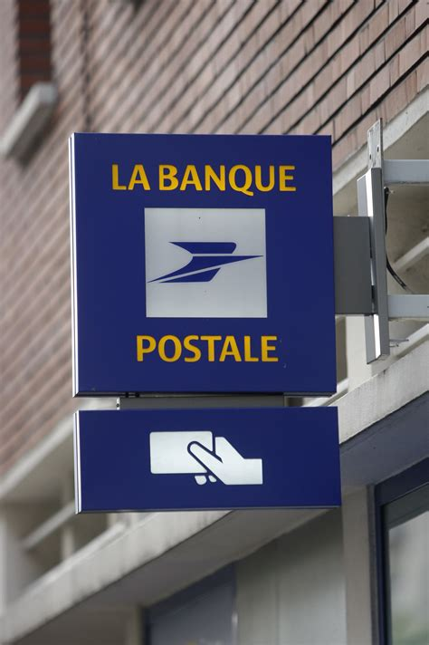 banque postale si鑒e social la banque postale s appr 234 te 224 lancer une banque en ligne