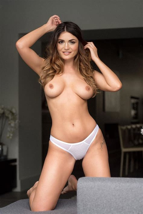 India Reynolds Nude Photos — Glamour Model Has Big Tits