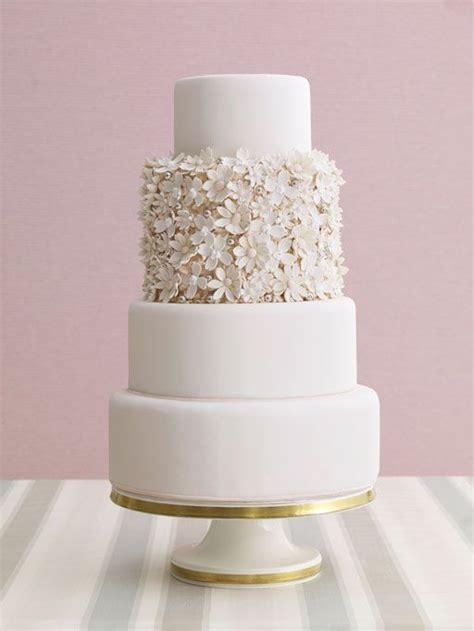 delicate white wedding cakes deer pearl flowers