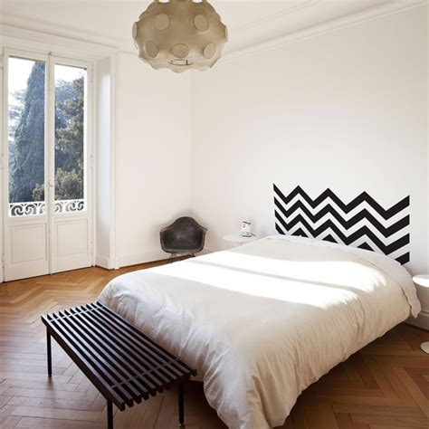 deco chambre de fille tete lit peinture mur