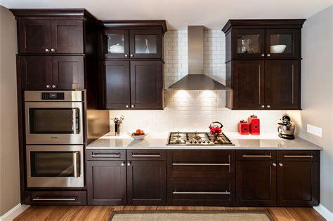 backsplash tile in kitchen brushed stain cabinet pulls elkay pull kitchen faucet 4277