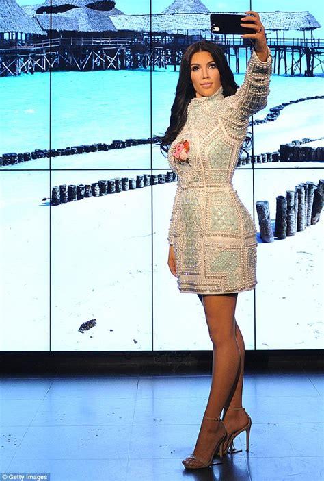 Royal Bandar: Asikkk… Bebas Selfie Dan Cium Kim Kardashian ...