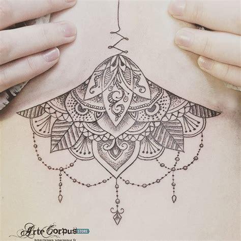 tatouage sous poitrine dessin