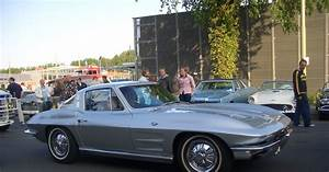 Legendary cars: Chevrolet Corvette C2 Stingray (1963-1967)